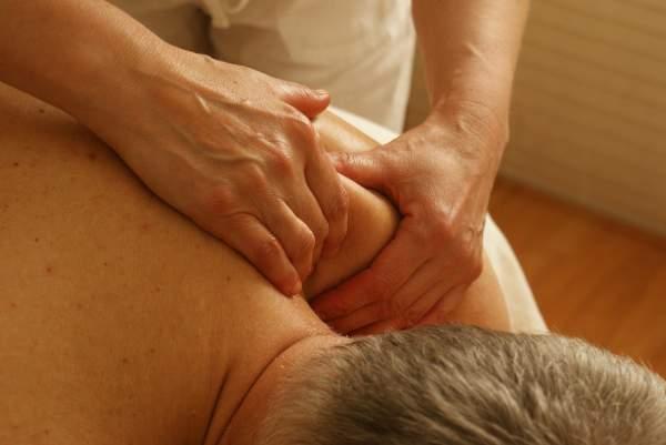 Nacken-und-Schultern-entspannen-durch-Massage